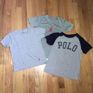 Boys t-shirt bundle 2 size 6 and 1 size small